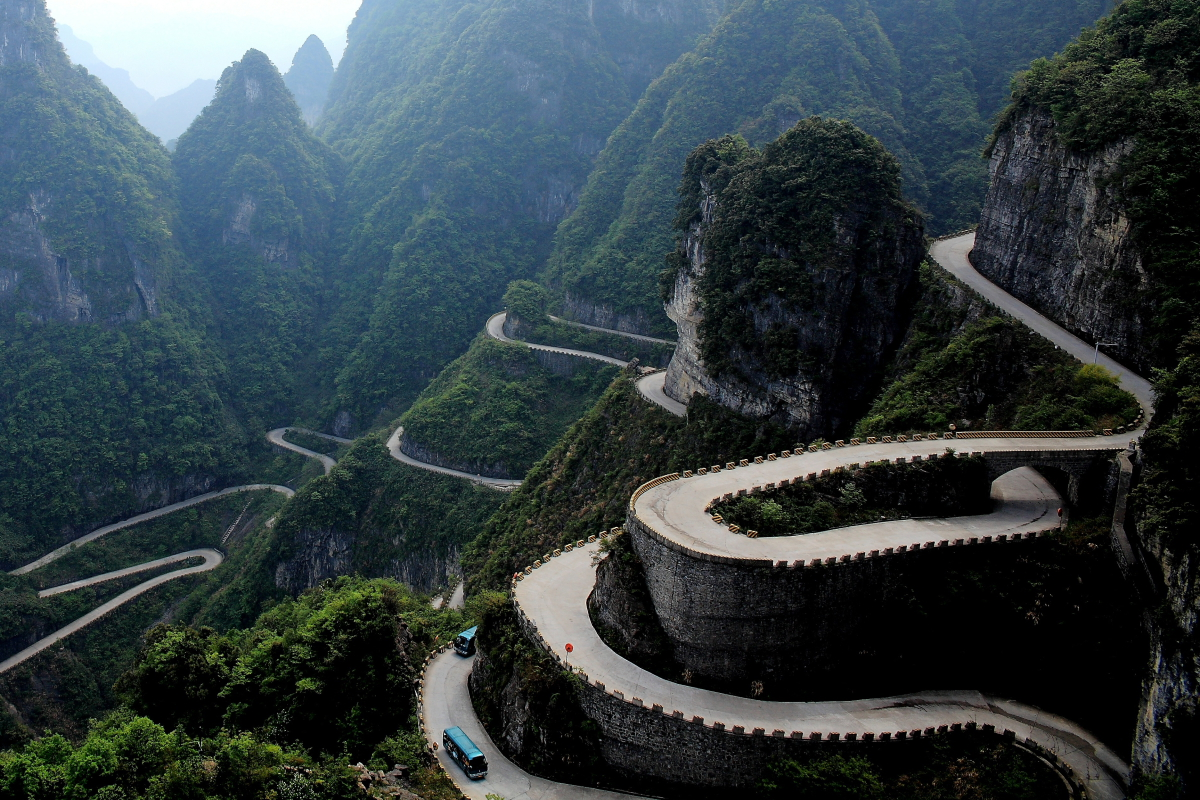 https://ykitai.files.wordpress.com/2014/09/tianmen-road.jpg